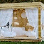 åpen hagestue med gardiner